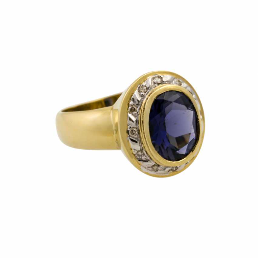 Ring with oval faceted tanzanite and diamonds, together approx. 0.2 ct, - photo 1