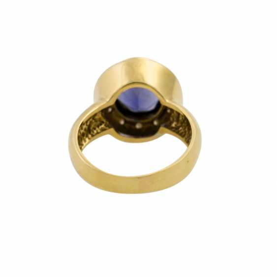 Ring with oval faceted tanzanite and diamonds, together approx. 0.2 ct, - photo 4