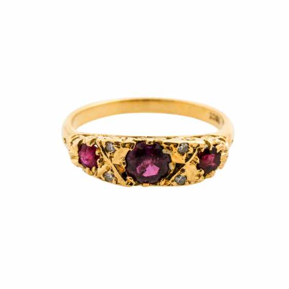 Ring with 3 rubies and diamonds, together approx. 0.04 ct, - photo 2