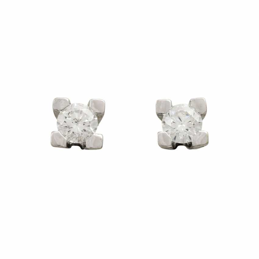 Solitary tube studs with diamonds totaling approx. 0.5 ct, - photo 1