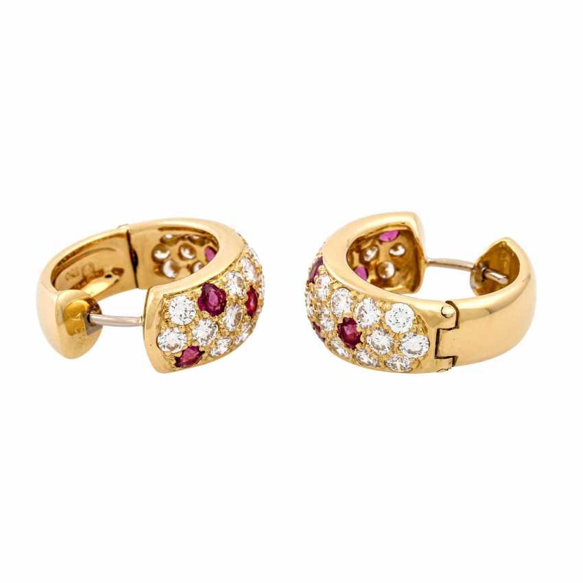 WEMPE pair of hoop earrings with rubies and diamonds - photo 4