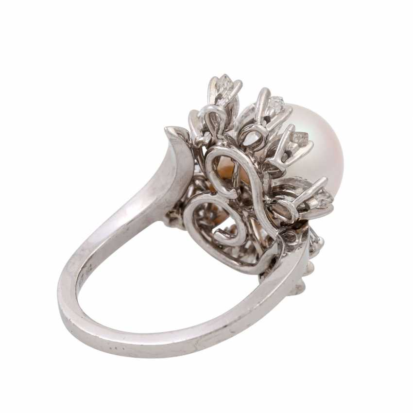 Ring with a beautiful South Sea pearl and diamonds totaling approx. 2.2 ct, - photo 3