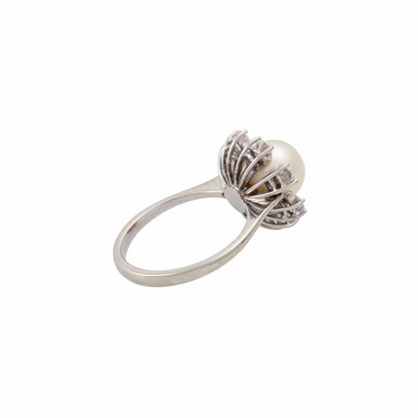 Ring with fine pearl and 8 brilliant-cut diamonds totaling approx. 1.6 ct, - photo 3