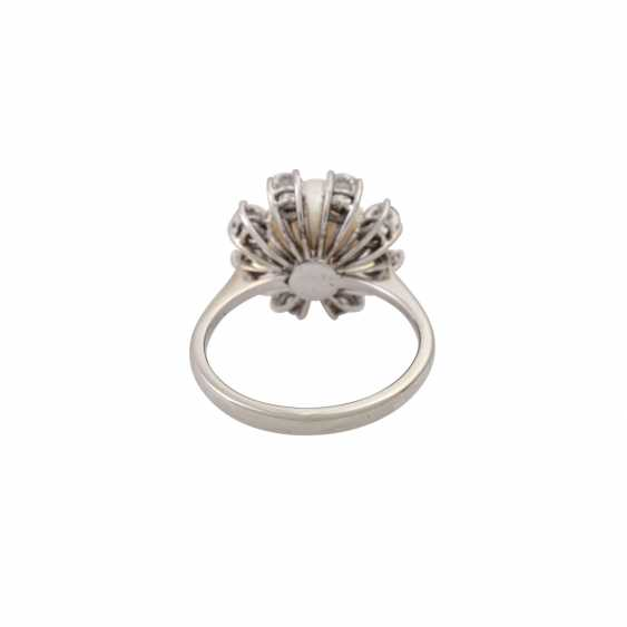 Ring with fine pearl and 8 brilliant-cut diamonds totaling approx. 1.6 ct, - photo 4