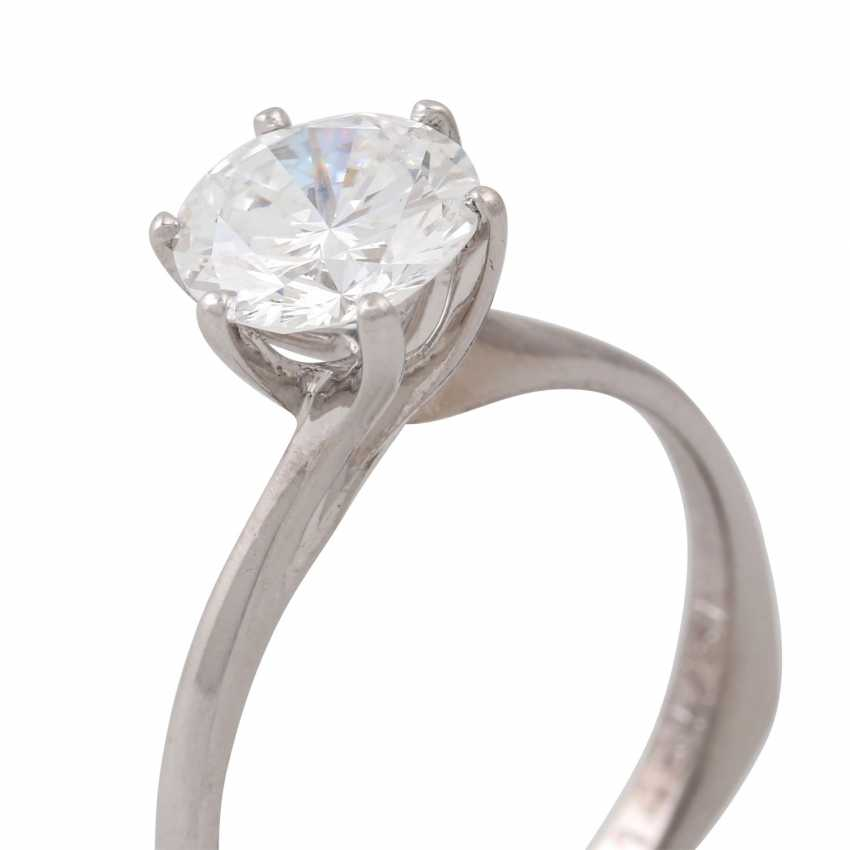 Solitaire ring with a diamond of approx. 1.6 ct, - photo 5
