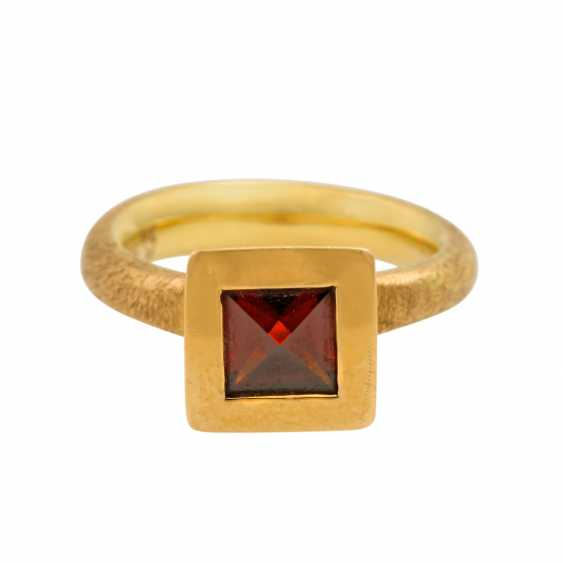 Ring with garnet in octahedron cut, - photo 2