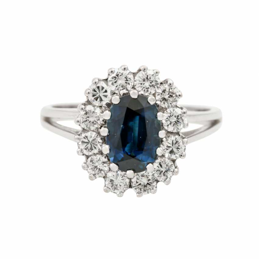 Ring with sapphire and diamonds together approx. 0.8 ct, - photo 2