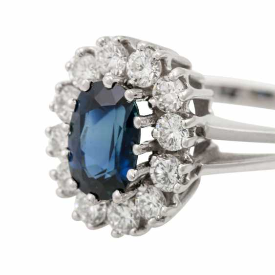 Ring with sapphire and diamonds together approx. 0.8 ct, - photo 5