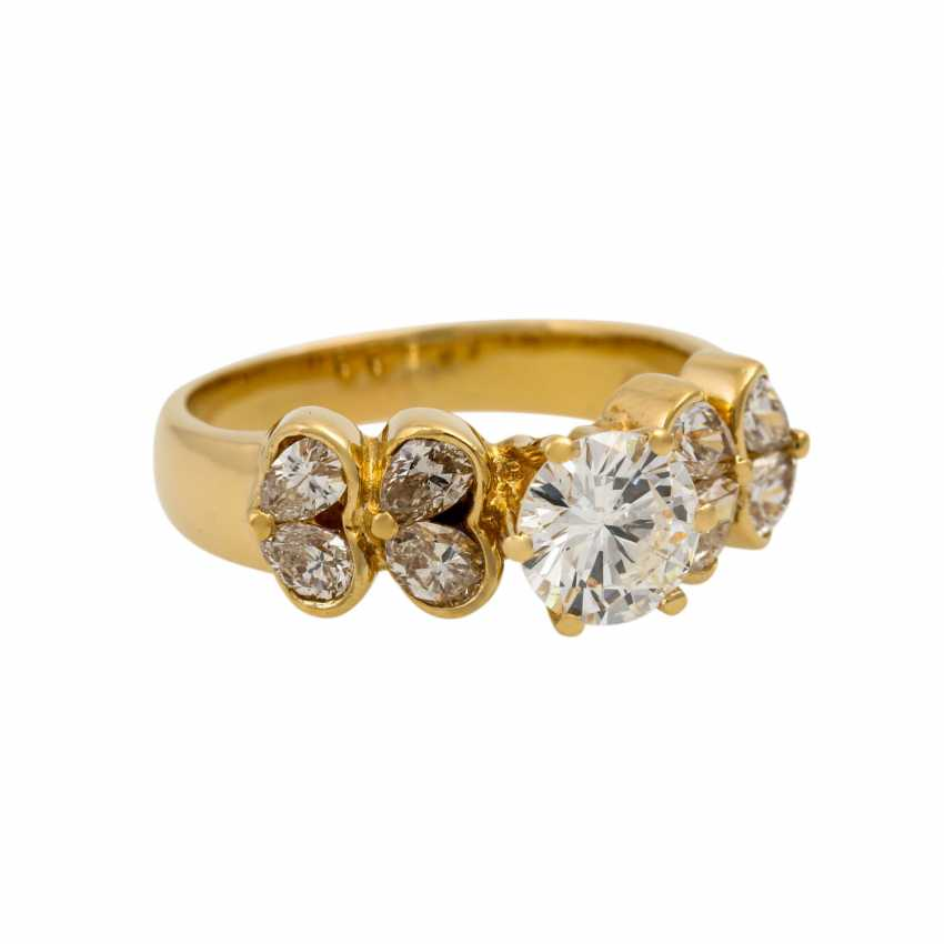 Ring with diamonds totaling approx. 1.7 ct, - photo 1