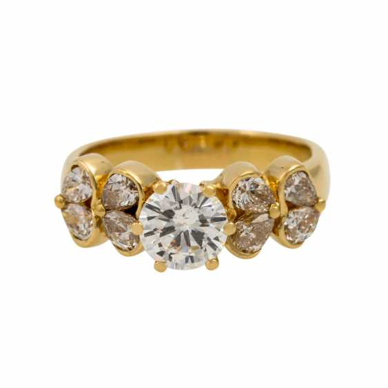 Ring with diamonds totaling approx. 1.7 ct, - photo 2