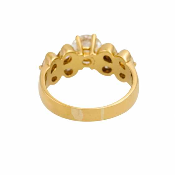 Ring with diamonds totaling approx. 1.7 ct, - photo 4