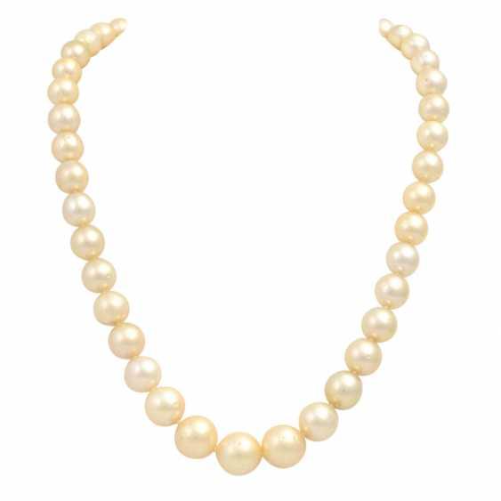 Cream-colored South Sea pearl necklace, - photo 1
