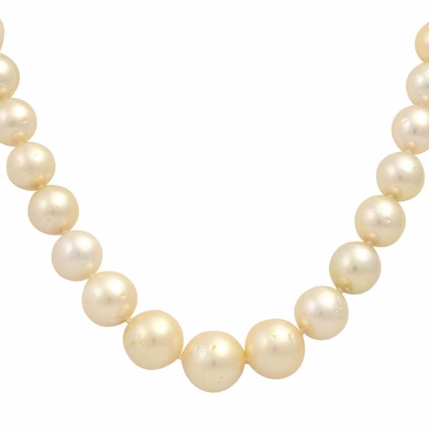 Cream-colored South Sea pearl necklace, - photo 2