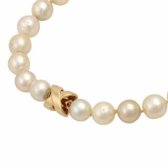 Cream-colored South Sea pearl necklace, - photo 4