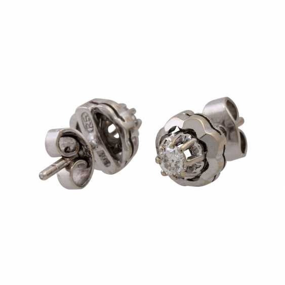 Pair of ear studs with old European cut diamonds totaling approx. 0.28 ct, - photo 3