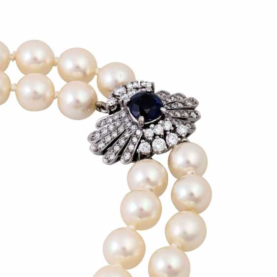 Double-row pearl necklace with sapphire-diamond clasp, - photo 4