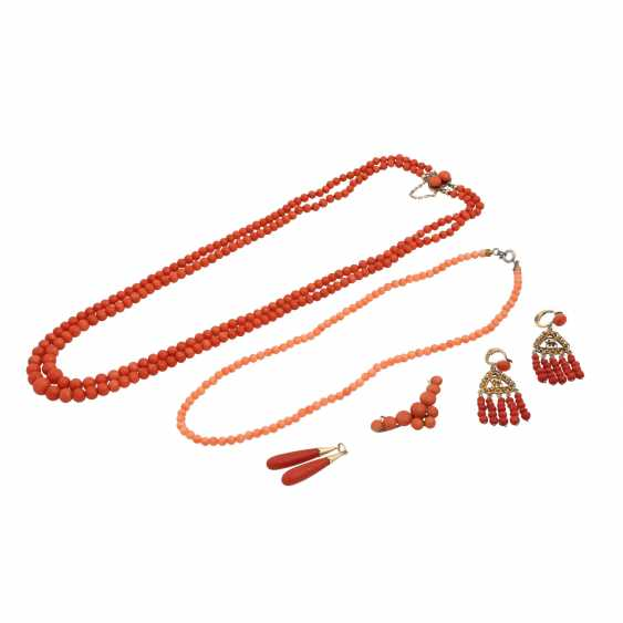 Mixed lot of coral jewelry - photo 1