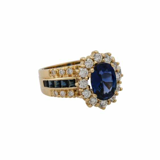 Ring with sapphire and diamonds - photo 1