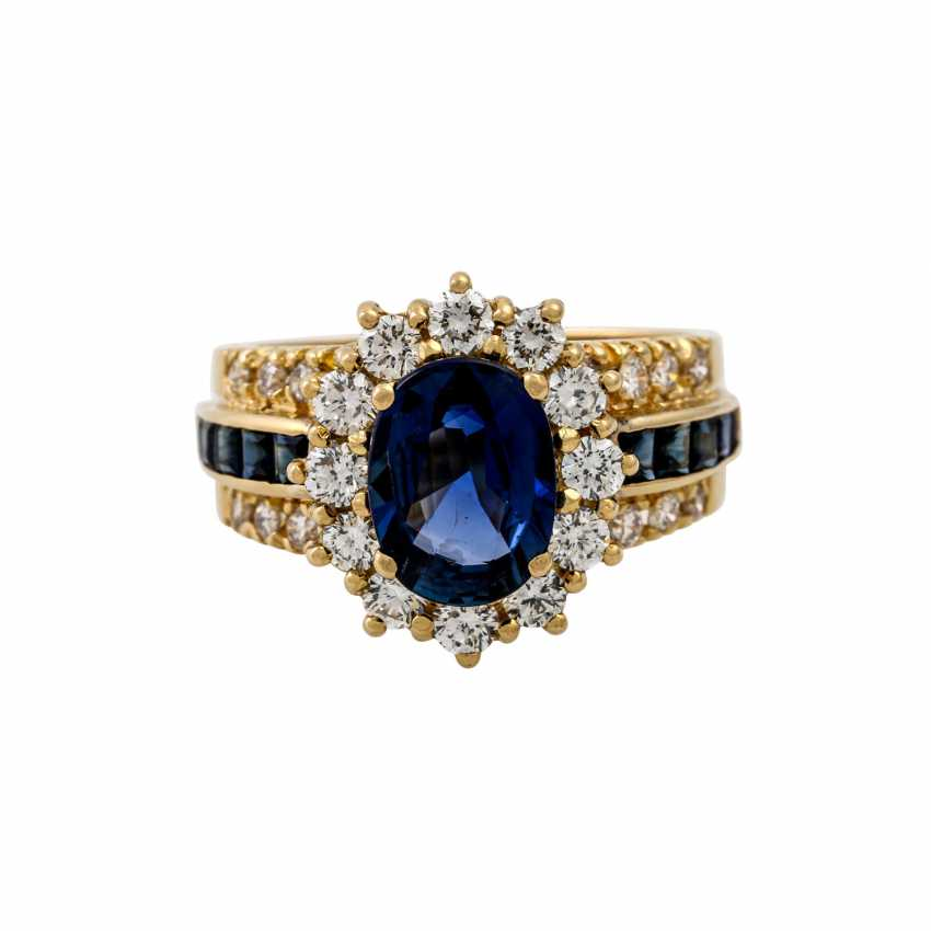 Ring with sapphire and diamonds - photo 2