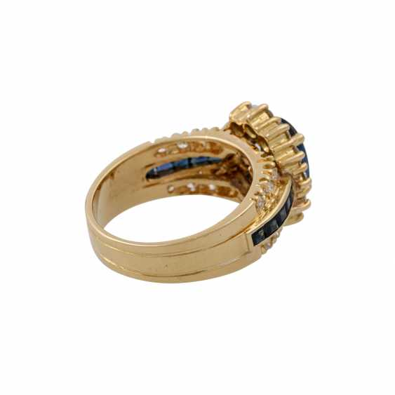 Ring with sapphire and diamonds - photo 3