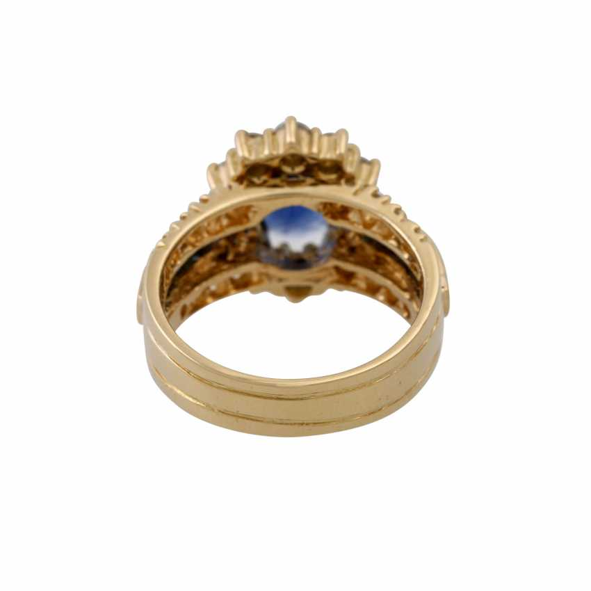 Ring with sapphire and diamonds - photo 4