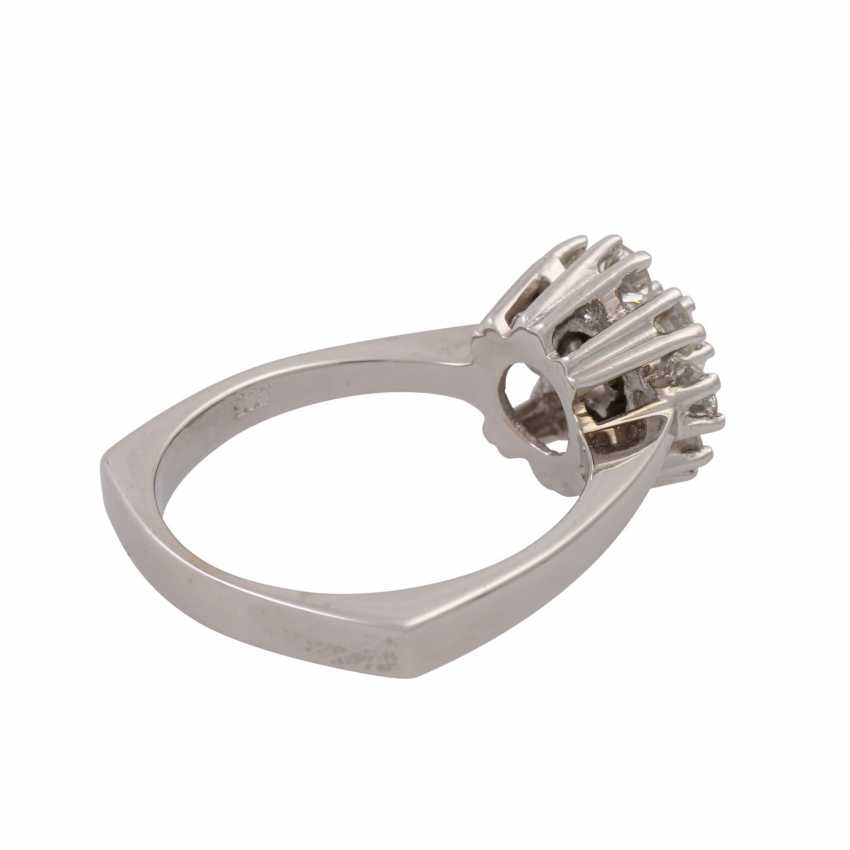 Ring with 9 brilliant-cut diamonds totaling approx. 0.97 ct (hallmarked), - photo 3