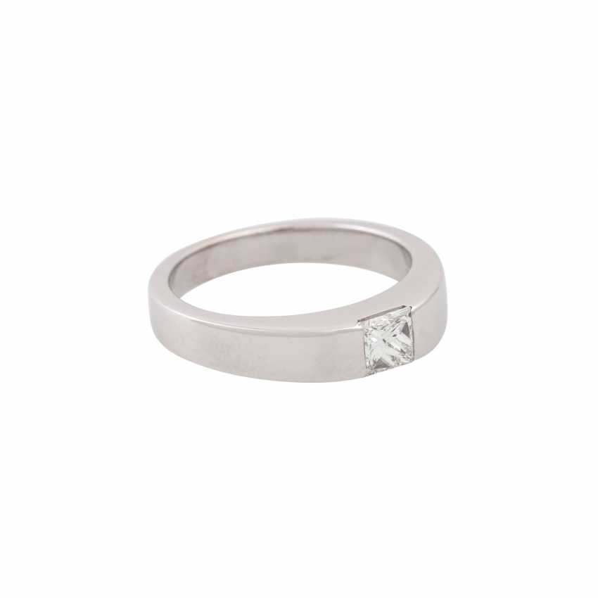 Solitaire ring with princess diamond of approx. 0.45 ct, - photo 1