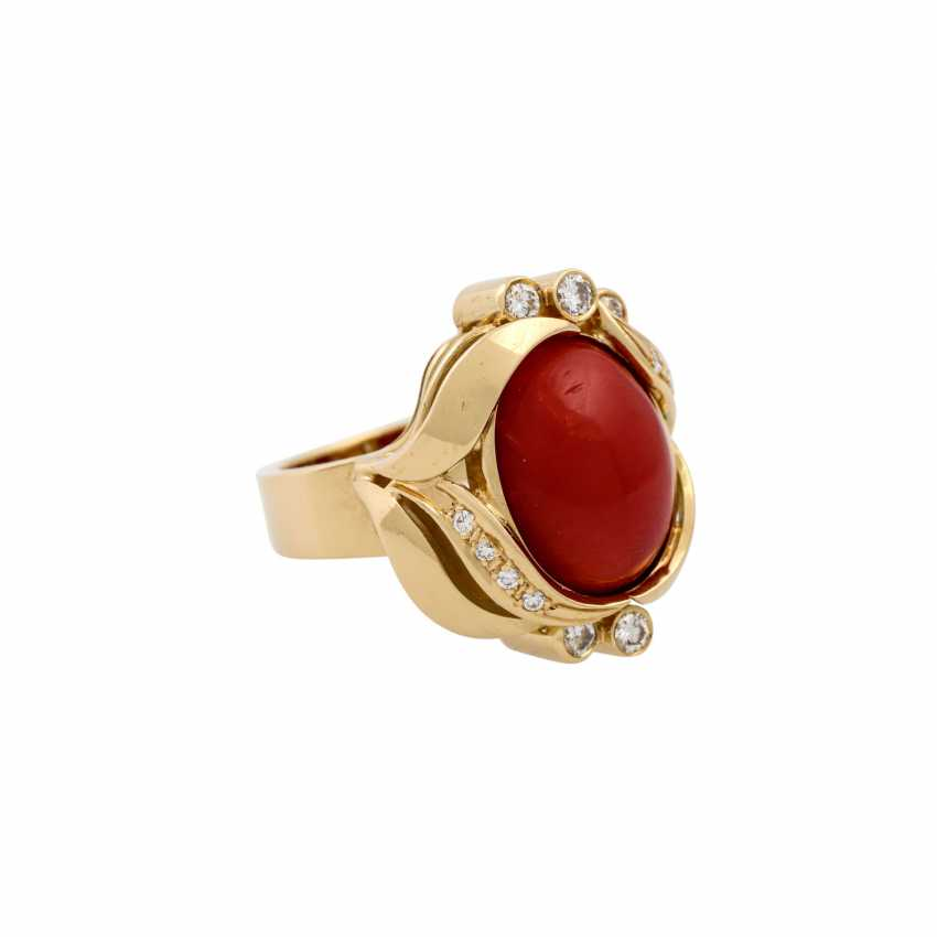 Ring with a fine coral cabochon and diamonds totaling approx. 0.3 ct, - photo 1