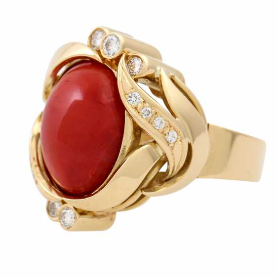 Ring with a fine coral cabochon and diamonds totaling approx. 0.3 ct, - photo 5