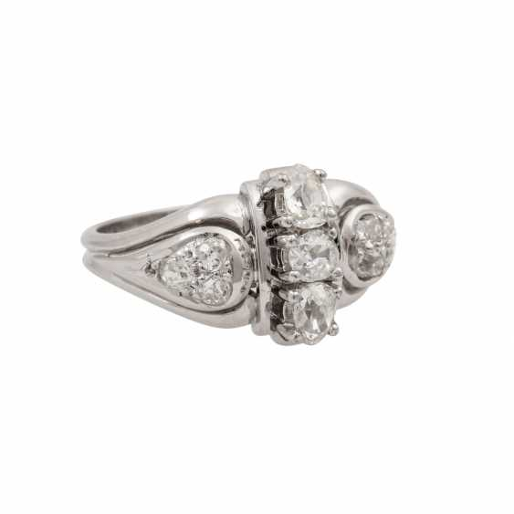 Ring with diamonds totaling approx. 1.0 ct, - photo 1