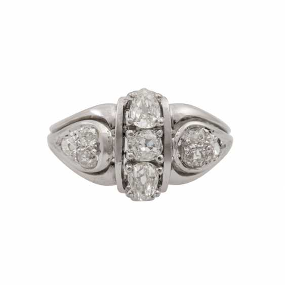Ring with diamonds totaling approx. 1.0 ct, - photo 2