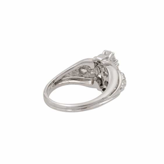 Ring with diamonds totaling approx. 1.0 ct, - photo 3