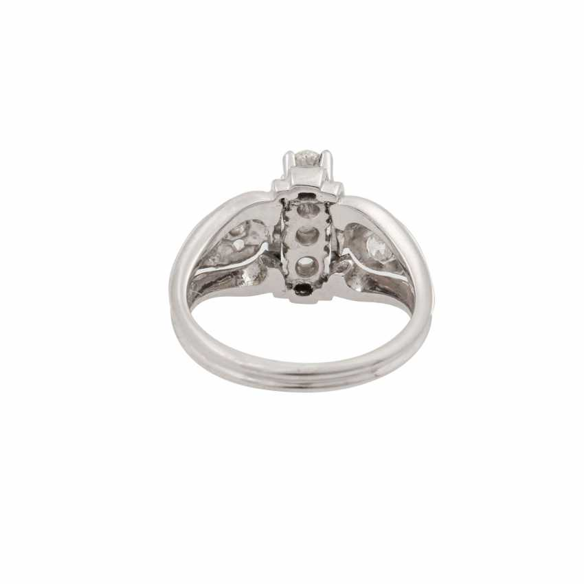 Ring with diamonds totaling approx. 1.0 ct, - photo 4