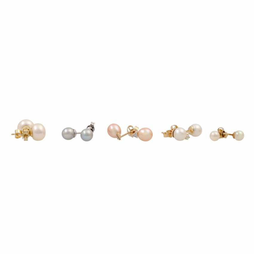 Mixed lot of 5 pairs of pearl ear studs, - photo 1