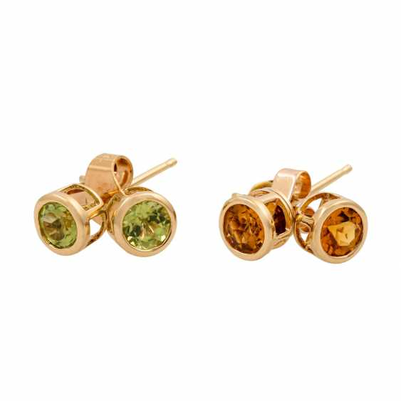 2 pairs of ear studs with citrines and peridots, - photo 1