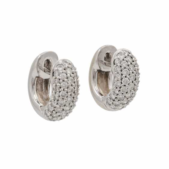 Pair of hoop earrings with diamonds totaling approx. 0.98 ct, - photo 2
