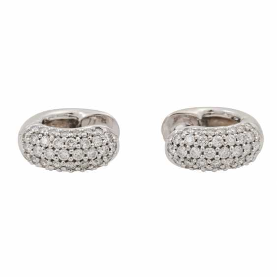 Pair of hoop earrings with diamonds totaling approx. 0.98 ct, - photo 3