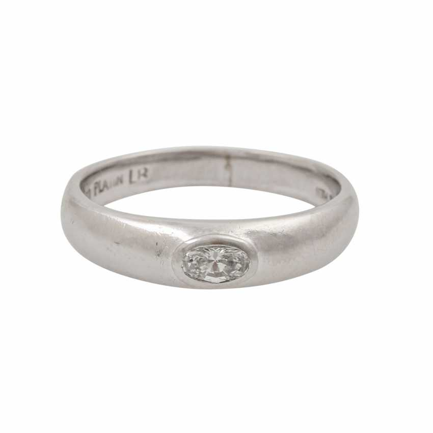 LÜTH BIJOUX solitaire ring with oval diamond of approx. 0.2 ct, - photo 2