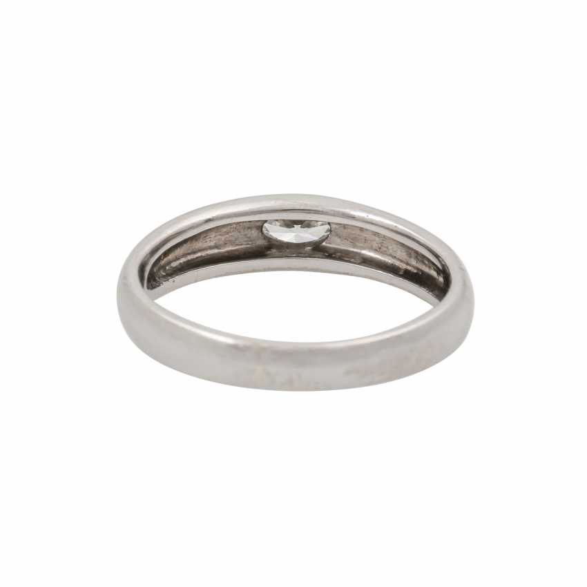 LÜTH BIJOUX solitaire ring with oval diamond of approx. 0.2 ct, - photo 4