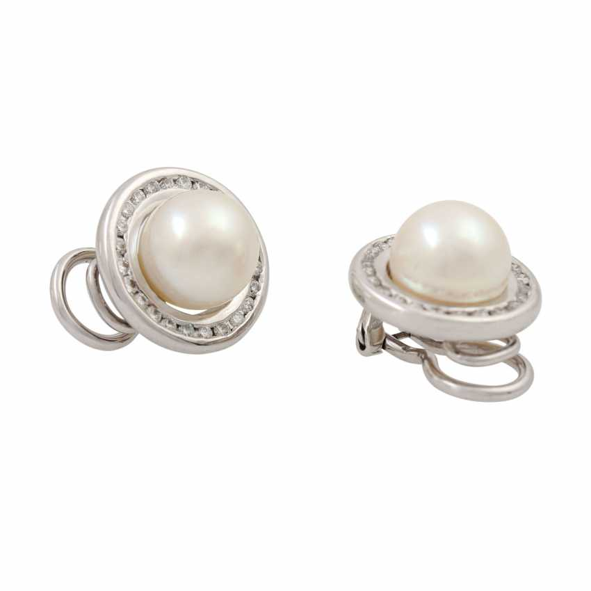 Jewelry set of ring and clip-on earrings with pearls and diamonds, - photo 4