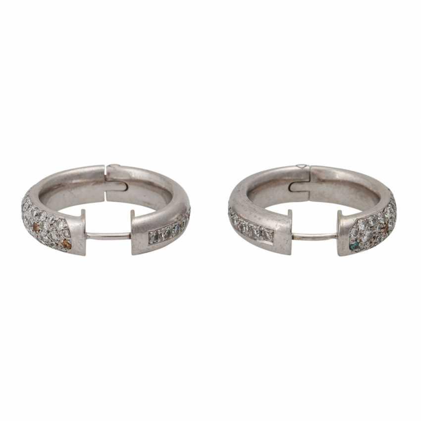 Pair of hoop earrings with numerous diamonds - photo 4