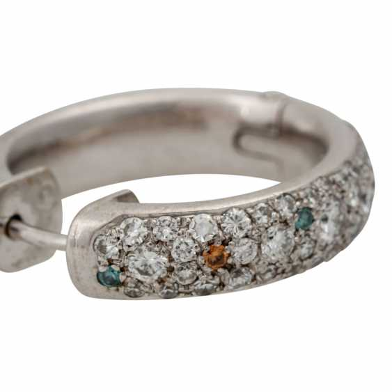 Pair of hoop earrings with numerous diamonds - photo 5