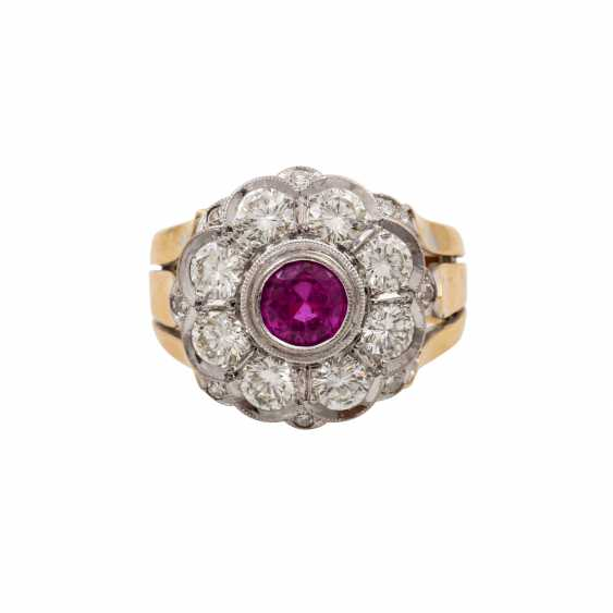 Ring with pink sapphire and diamonds totaling approx. 1.6 ct, - photo 2