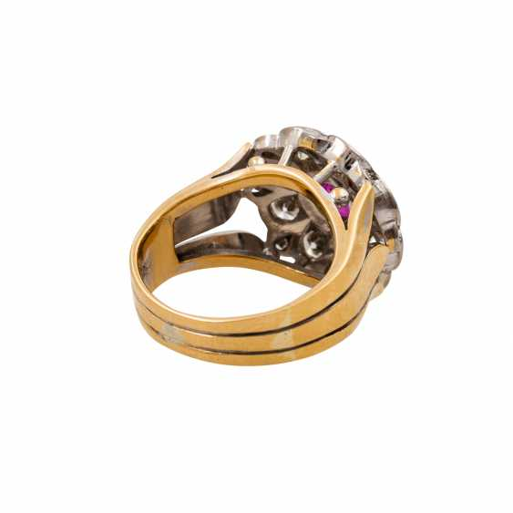 Ring with pink sapphire and diamonds totaling approx. 1.6 ct, - photo 3