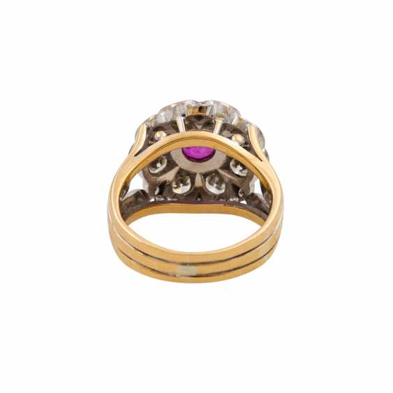 Ring with pink sapphire and diamonds totaling approx. 1.6 ct, - photo 4