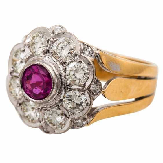 Ring with pink sapphire and diamonds totaling approx. 1.6 ct, - photo 5