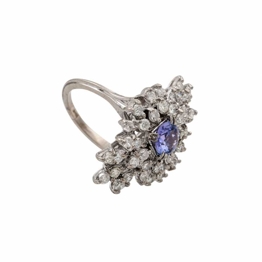 Ring with tanzanite and diamonds totaling approx. 1.2 ct, - photo 2