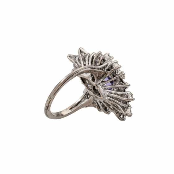 Ring with tanzanite and diamonds totaling approx. 1.2 ct, - photo 3