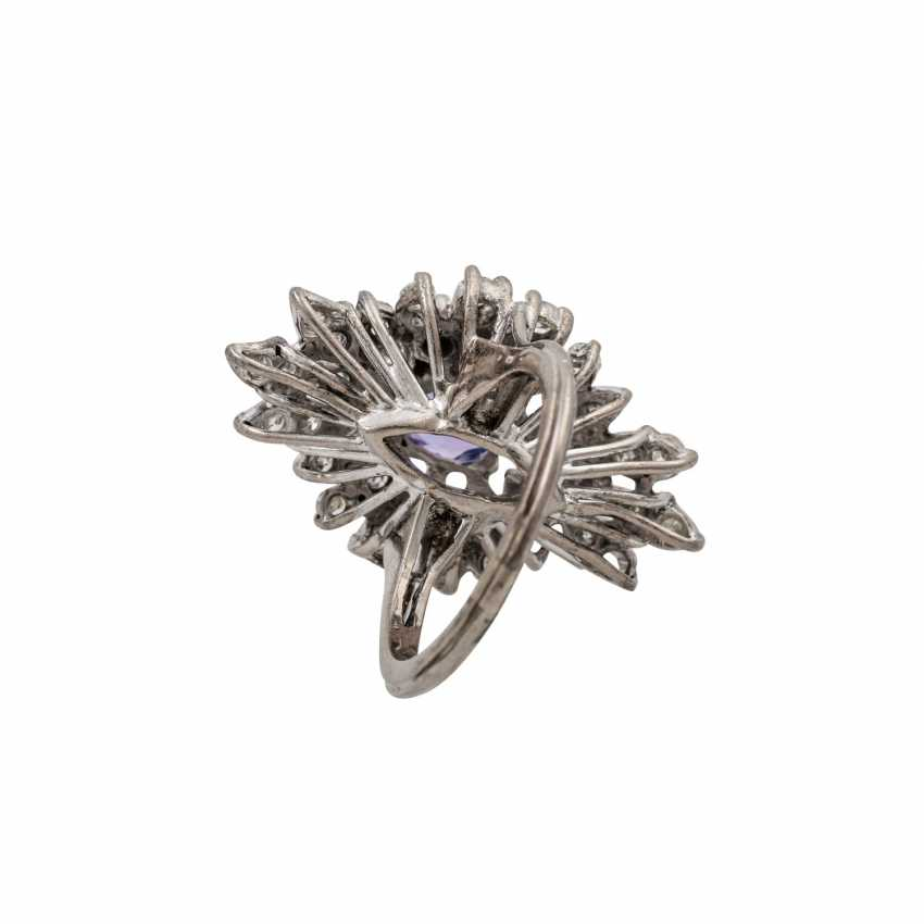 Ring with tanzanite and diamonds totaling approx. 1.2 ct, - photo 4
