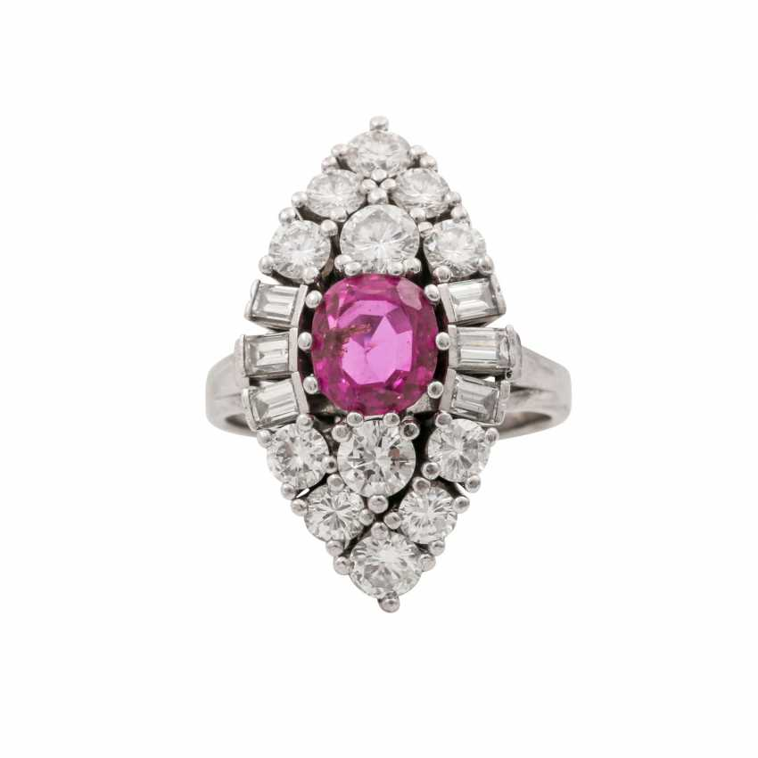 Ring with pink sapphire approx. 2.5 ct, diamonds total approx. 1.5 ct - photo 2